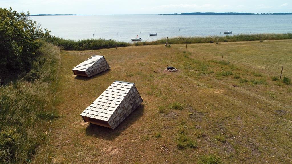 De to sheltere ved Løgismose (Foto: Claus Larsen)