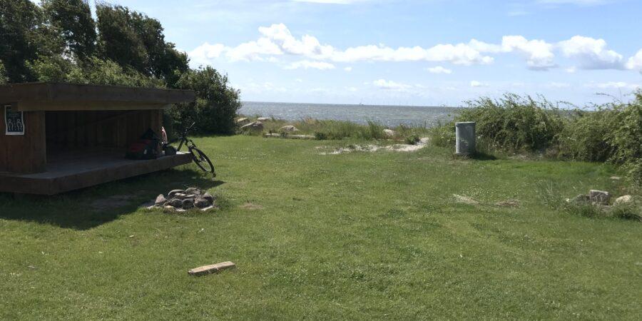 Holten strand shelter med vandudsigt